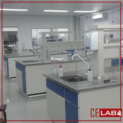 Bancada com pia para laboratório